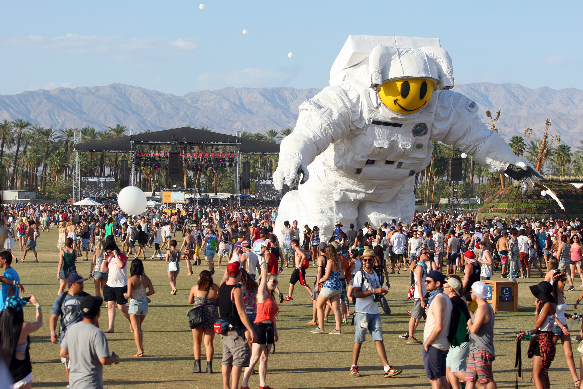 People attend the 2014 Coachella Music and Arts Festival on Sunday, April 20, 2014, in Indio, Calif. (Photo by Zach Cordner/Invision/AP) ** Usable by LA and DC Only **