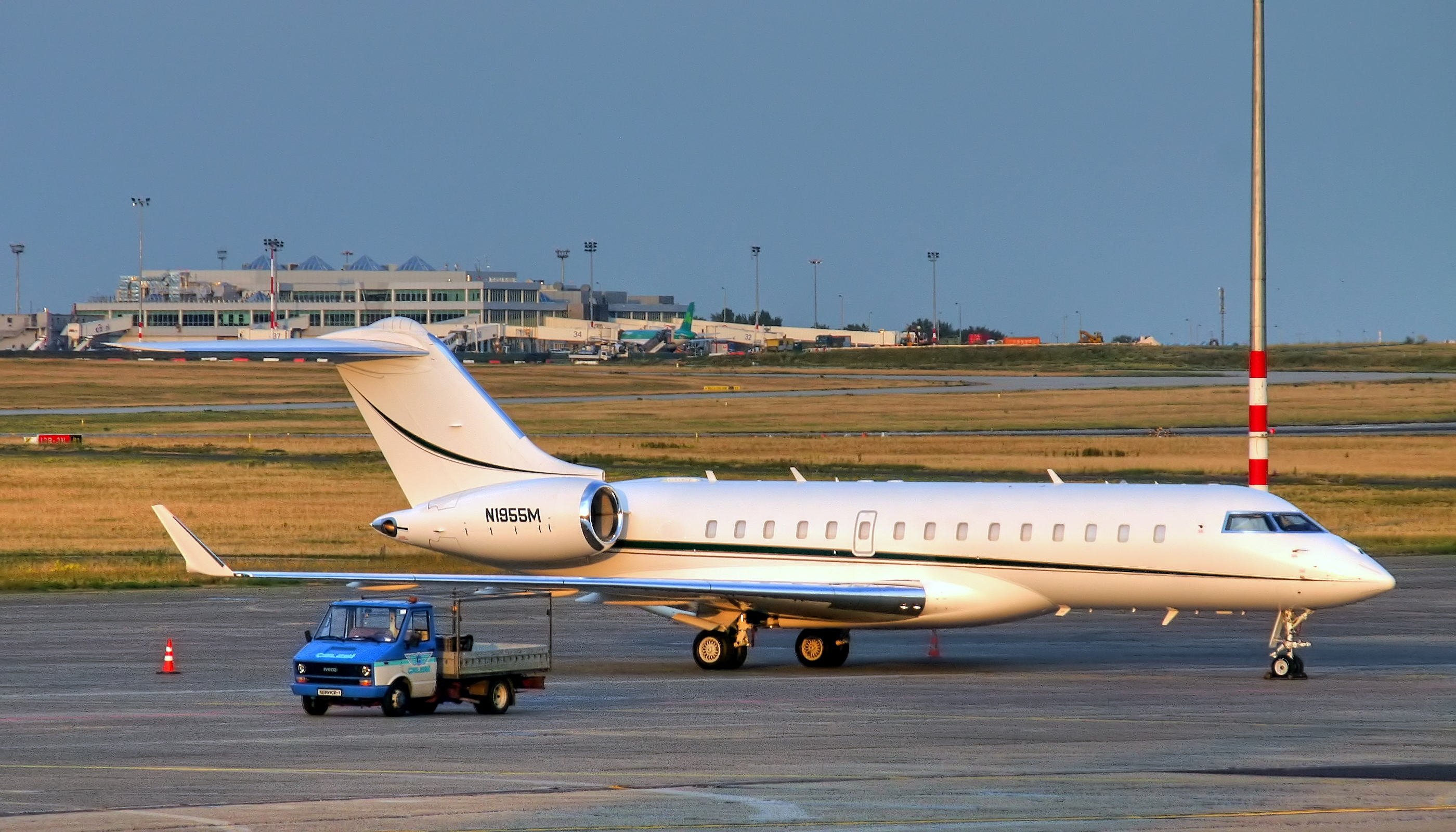 Bombardier BD-700 Global Express - N1955M - Airport Budapest
