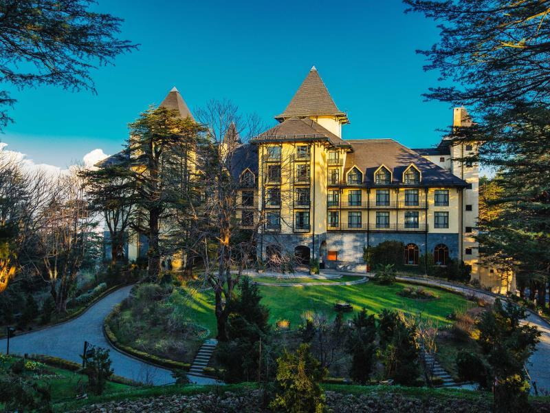 resort hotel wildflower hall, shimla