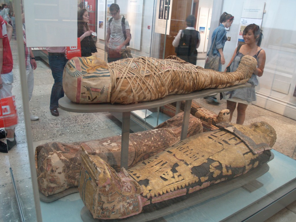 British-Museum-mummies-1m67vok