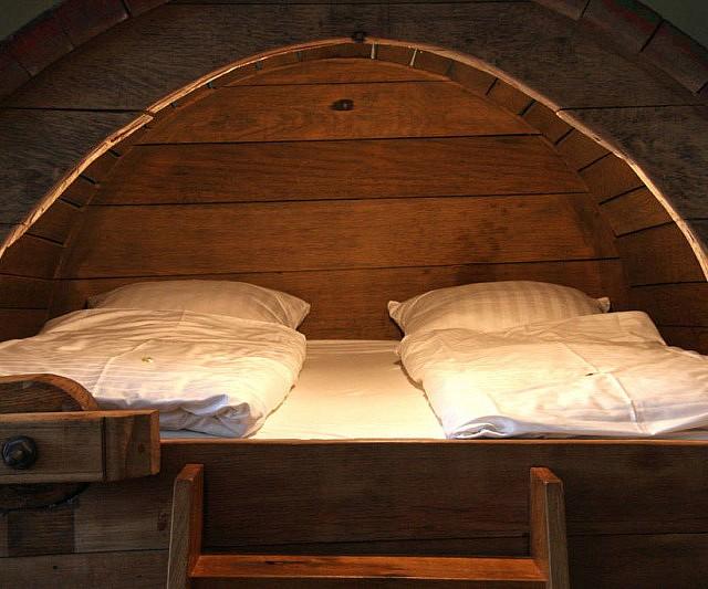 barrell-bed
