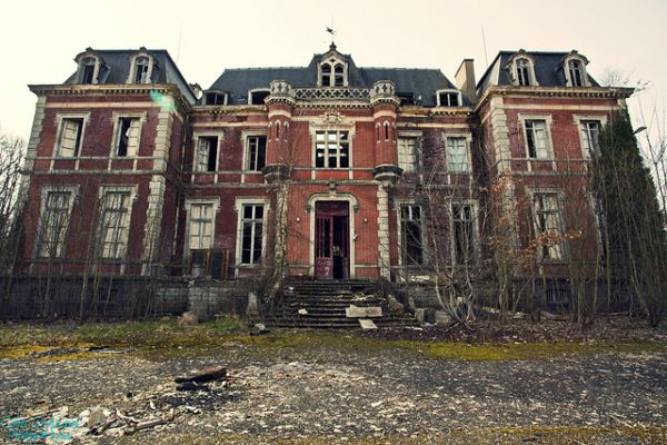 abandoned-mansion-france